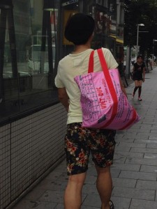 Feeding Bran Packaging of Vietnam Becomes Fashionable Bags on Japanese Streets
