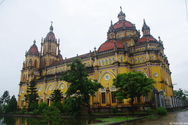 Spectacular-Churches-Nam-Dinh-9