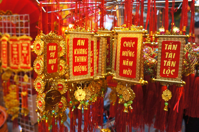 Should-Buy-Souvenirs-On-Tet-Holiday-2015 (4)