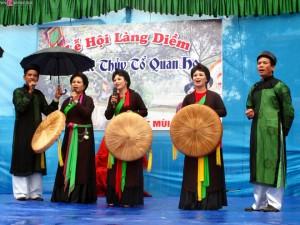 Diem Village Festival Is Bustling With Quan Ho Signing