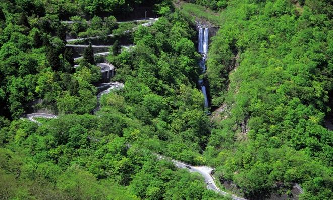 Hai-Van-Pass- One-Of-10-Great-Scenic-Drives-Around-The-World (1)