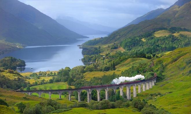Hai-Van-Pass- One-Of-10-Great-Scenic-Drives-Around-The-World (9)