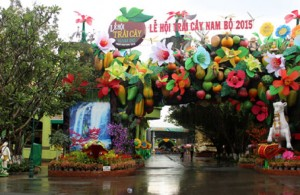 Giant Fruits Appear At Southern Fruit Festival