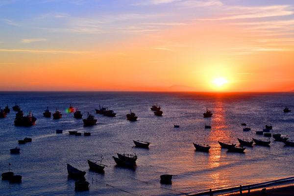 Mui Ne Immersed Blue Sea, White Sand, Golden Sunshine (4)