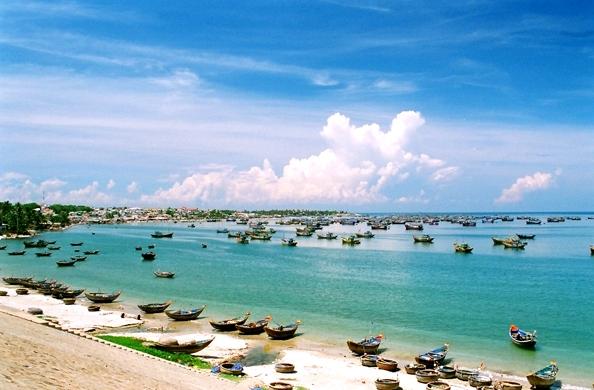 Mui Ne Immersed Blue Sea, White Sand, Golden Sunshine (5)
