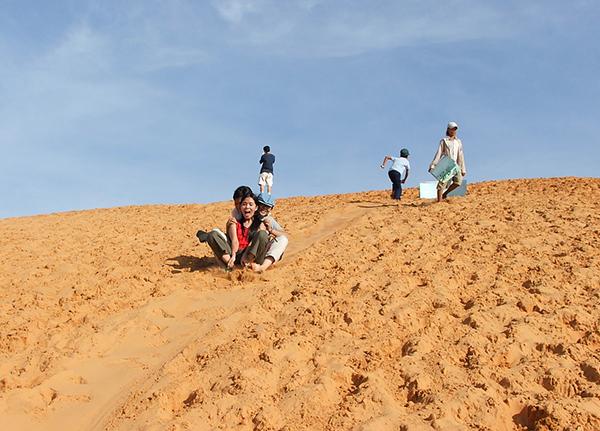 Mui Ne Immersed Blue Sea, White Sand, Golden Sunshine (7)