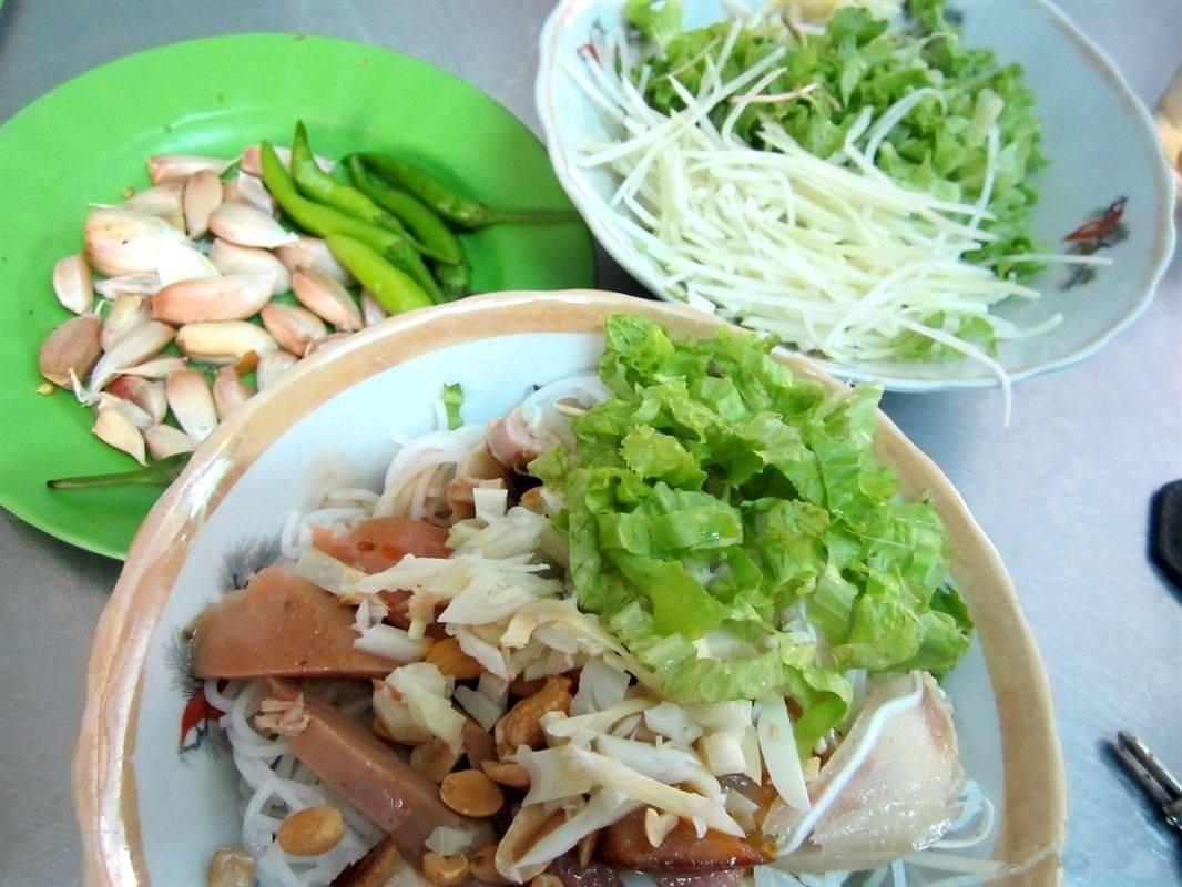 Da Nang Fish Noodle Soup (9)