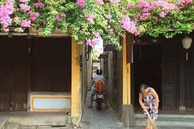 Simple And Attractive Beauties of Hoi An (10)