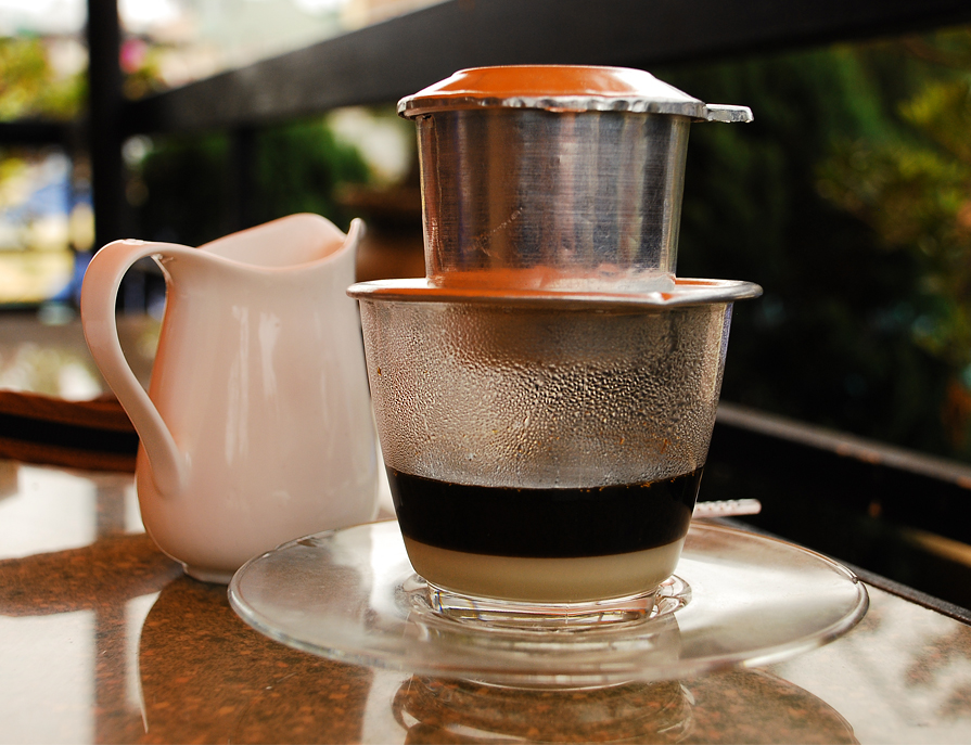 EH-Tips-for-Hanoi-Drinking-Hanoi-Coffee-Hanoi-city-tour