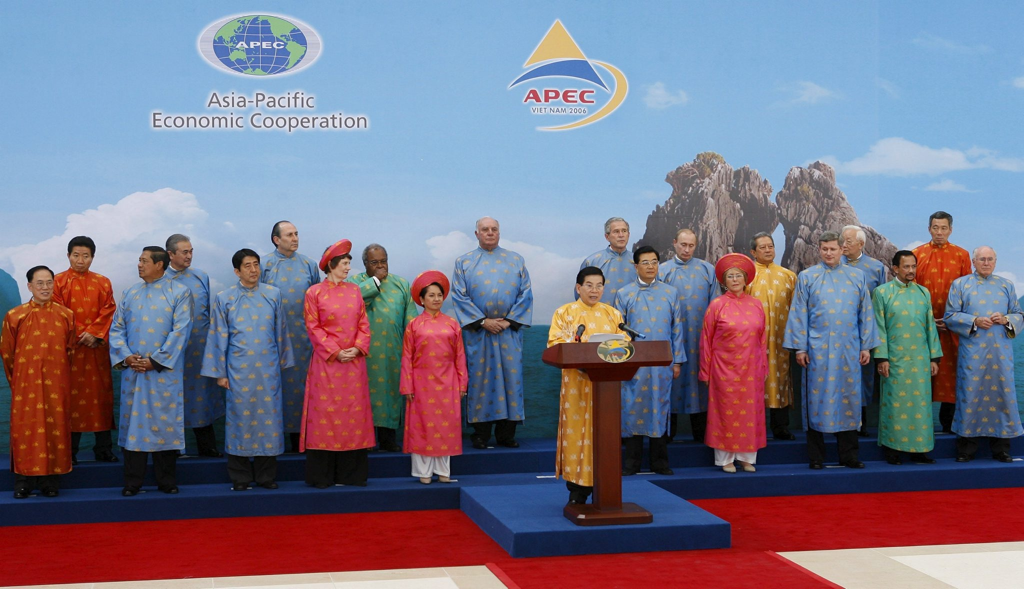 epa00866057 Vietnam president Nguyen Minh Triet reads the 21 Asia-Pacific Economic Cooperation (APEC) economic leaders declaration with all leaders dressed in traditional Ao Dai Vietnamese costume, in Hanoi, Vietnam Sunday 19 November, 2006 at the close of the annual economic summit. Front row, L-R: Hong Kong Chief Executive Donald Tsang, Indonesia's President Susilo Bambang Yudhoyono, Japan's Prime Minister Shinzo Abe, New Zealand's Prime Minister Helen Clark, Philippine President Gloria Macapagal Arroyo, Triet, China's President Hu Jintao, Chile's President Michelle Bachelet, Canada's Prime Minister Stephen Harper, Brunei's Sultan Hassanal Bolkiah, Australia's Prime Minister John Howard. Back row, L-R: South Korea's President Roh Moo-hyun, Malaysia's Prime Minister Abdullah Ahmad Badawi, Mexico's Economy Minister Sergio Alejandro García de Alba Zepeda, Papua New Guinea's Prime Minister Michael Thomas Somare, Peru's First Vice President Luis Giampietri, U.S. President George W. Bush, Russia's President Vladimir Putin, Thailand's Prime Minister Surayud Chulanont, Taiwan's representative Morris Chang, Singapore's Prime Minister Lee Hsien Loong. EPA/HOANG DINH NAM / POOL