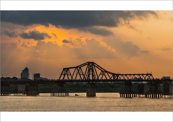 If you are looking the place to sense the sunset in Hanoi, Long Bien bridge is ideal space, not to be missed.