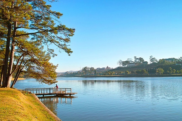 The peace at Xuan Huong lake, the most famous lake in Da Lat