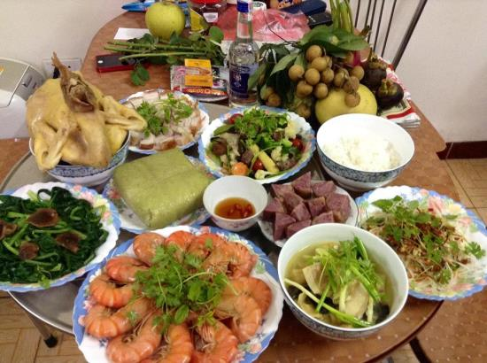 Offering meal for the last day of Tet
