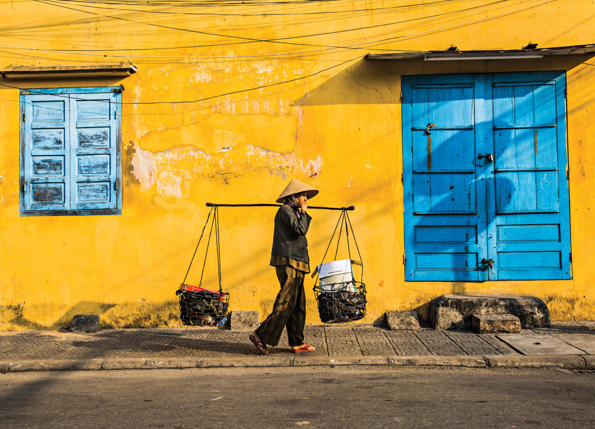 A vendor selling Xu Xoa at Hoi An ancient town