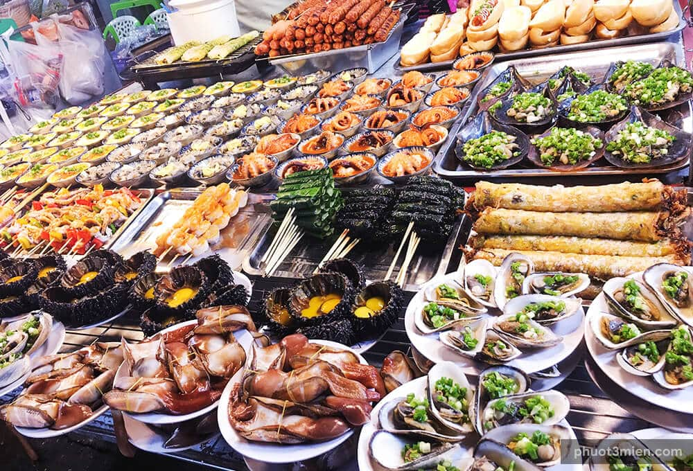 There are a lot of street foods in night market