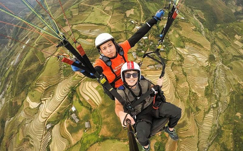 A canopy parachute is required for the purpose of paragliding in Vietnam