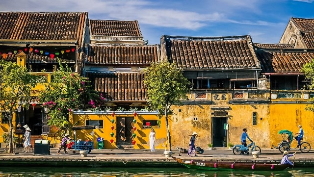 Hoi An ancient town-the place where time flow stops