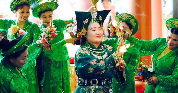 Hau Dong dancing