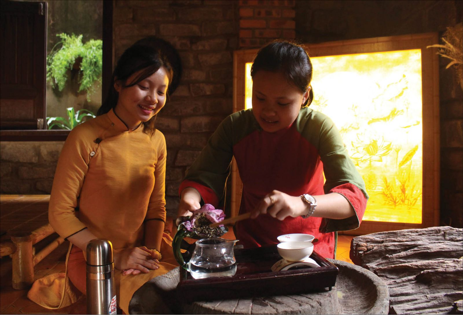 A tea lady (Trà nương) serving tea in a tea shop