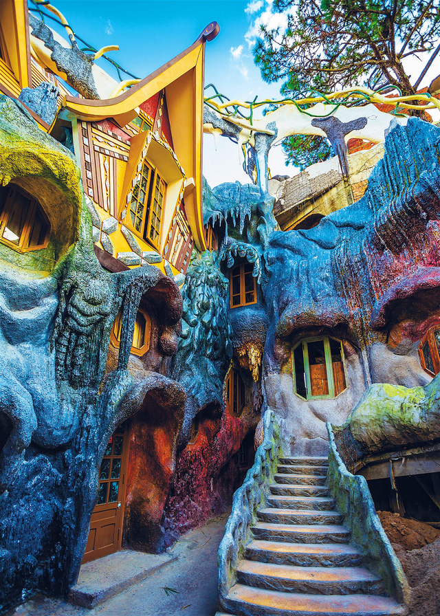 """The peculiar and unique architecture of the """"Crazy House"""""""